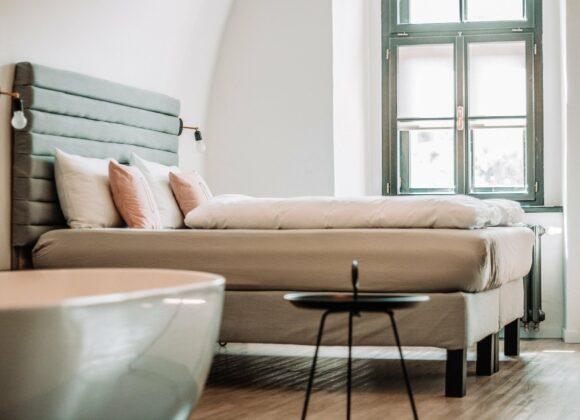 Na co zwrócić uwagę wynajmując pokój w hotelu?